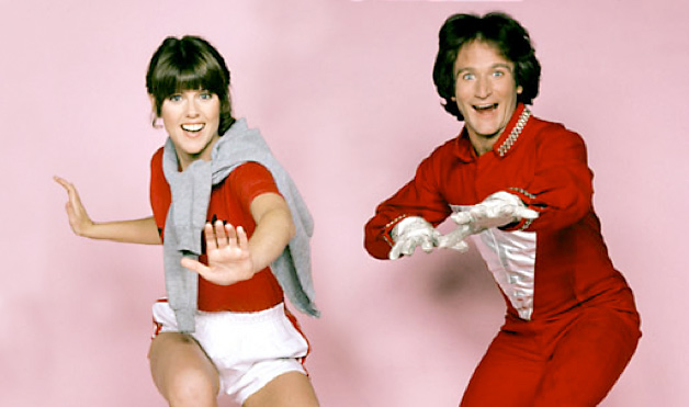 Williams as Mork with his co-star Pam Dawber in Mork and Mindy